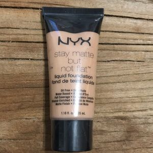 NYX stay matte SMF05 soft beige foundation